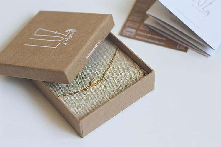 hộp giấy kraft đựng vòng tay