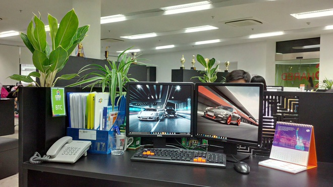 Trang trí bàn làm việc nơi công sở