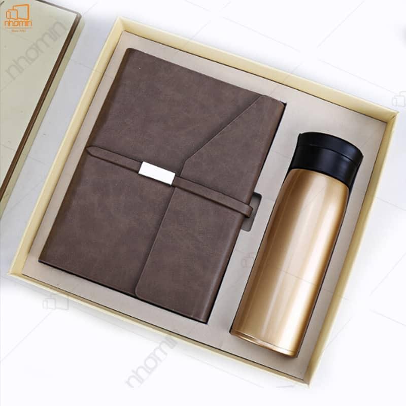 Set quà sang trọng với sổ bìa da và bình giữ nhiệt kèm hộp và túi sang trọng