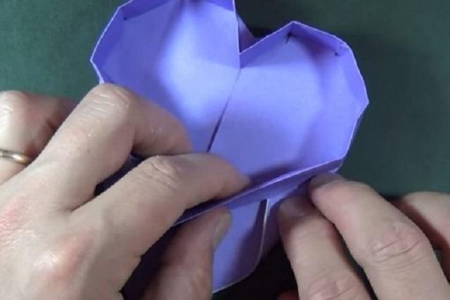 Cách gấp hộp giấy hình trái tim 2