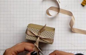 cách làm hộp giấy đựng son bước 14