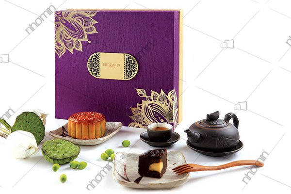 hộp bánh trung thu màu tím