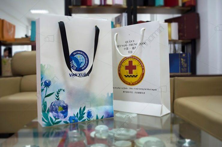 in túi giấy quà tặng giá rẻ nhất hà nội cho công ty vạn xuân