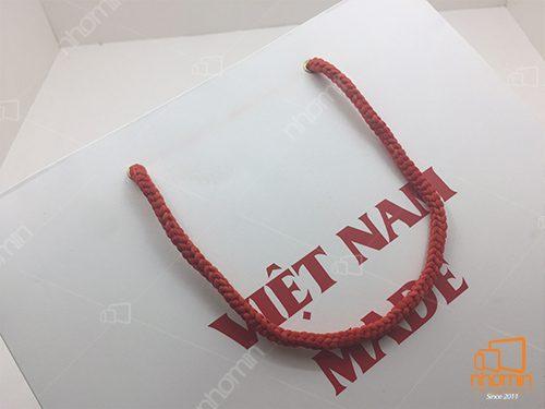 túi sử dụng quai dù thường màu đỏ